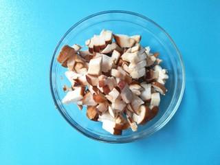 牡蛎香菇粥,香菇洗净切丁备用