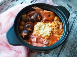 家常部队锅,可以锅里的东西吃完后再煮另一锅。