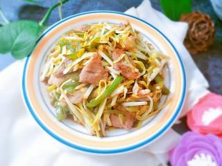 蒜黄尖椒炒肉,当当当当,出锅开吃吧