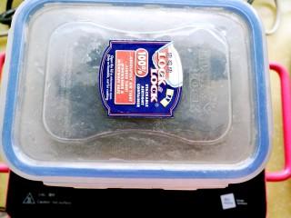 海参土鸡汤 大寒补气血,装入容器中,加凉水盖没,置于冰箱恒温室(放水果的抽屉),48小时。