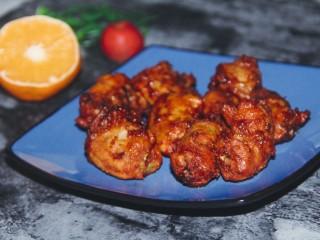 秘制烤鸡脖,烤好的鸡脖色泽很红,香味满溢