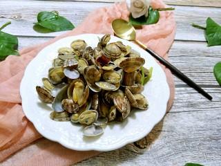 辣炒花蛤,端盘子上桌,真的是十分鲜美。