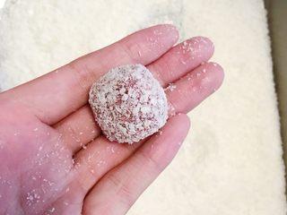 椰蓉山楂球,漂亮的椰蓉山楂球就做好啦