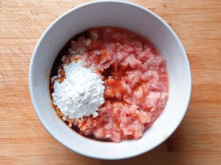 萝卜肉丸汤,加入适量玉米淀粉