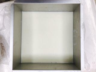 椰奶冻,冷却后倒入方模