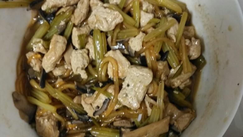 杂和菜,把这三种菜一起炖,在加上粉丝,很想大锅菜,菜特别入味