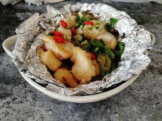 台式吃法_清蒸龙利鱼,把香菜末和枸杞撒到龙利鱼上,很有食欲哦。