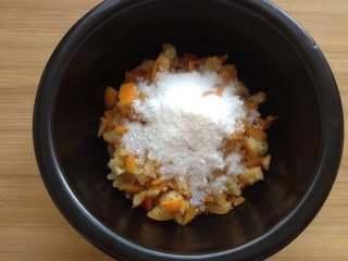 金桔酱,倒入50g冰糖粉,拌匀后腌制2小时以上