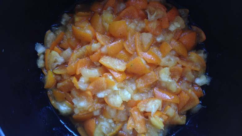 金桔酱,我这是腌制了4个小时的状态,金桔已经变软,还出了一些汁水