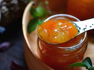 金桔酱,放凉后装入干净无水的密封罐里,冷藏保存,可保质一个月