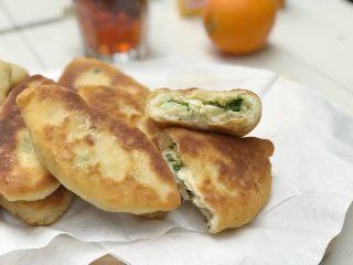 蛋葱油饼,这个葱油饼做好吃热的,如果鸡蛋提前准备早上在10分钟之内可以搞定.