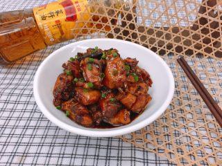 酒酿红烧鸡,肉质Q弹的文昌鸡裹着浓郁的酱汁,带着菜籽油的香味和酒酿的微甜,没有比这更下饭的了!