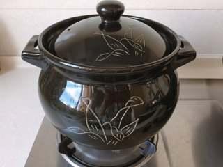 红豆椰香芋圆,锅中放入足量水,开大火
