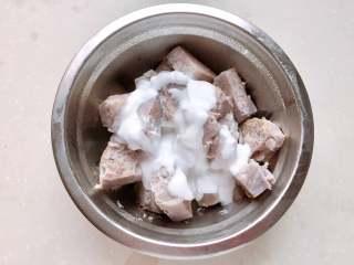 红豆椰香芋圆,加入椰浆捣成泥过筛,或放入搅拌机搅打成泥