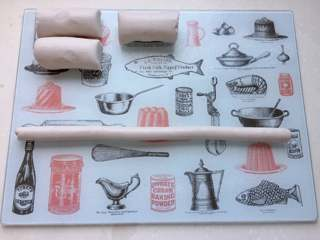 红豆椰香芋圆,面团在砧板上搓成小条