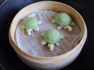 乌龟馒头,冷水上锅中火蒸8-10分钟继续焖3-5分钟再揭开锅盖