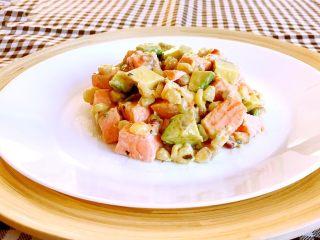 三文鱼牛油果沙拉,三文鱼牛油果沙拉做好了