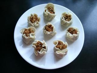 自制香菇烧卖,包好的烧卖,剩下的烧卖依次包好,放入冰箱中随吃随蒸。