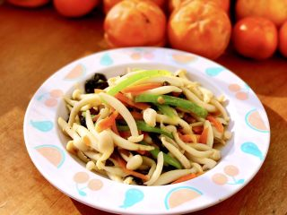 清炒白玉菇,装盘