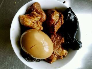 在家也能轻松搞定的-美味肉夹馍,肉蛋煮好的样子,早上加热一下。