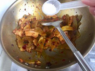 青笋回锅肉,加入一小勺白糖提鲜