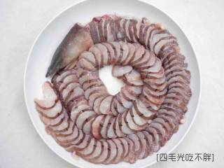 滋补土龙排骨汤,土龙杀好洗净切薄片备用;
