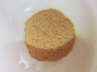 宝宝辅食之补钙小零食—虾条饼干,用料理机打成虾皮粉,取7g备用。