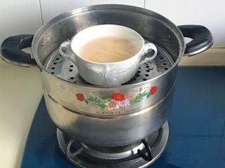 百变鸡蛋+虾扯蛋(小虾米鸡蛋羹),放锅里大火煮开转中火蒸10分钟