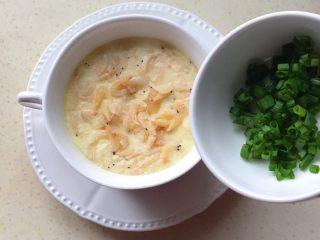 百变鸡蛋+虾扯蛋(小虾米鸡蛋羹),撒上葱花