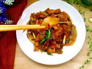 青笋回锅肉,青笋脆嫩嫩
