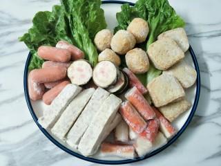 鸳鸯火锅,亲亲肠、爆汁鱼蛋、鱼豆腐、蟹肉棒、槟榔芋