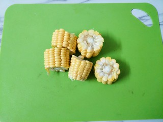 鸳鸯火锅,玉米洗净切块