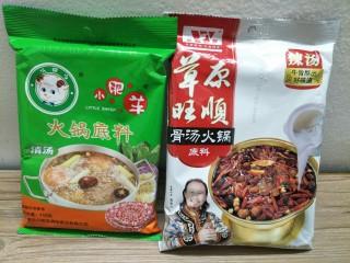 鸳鸯火锅,图方便买的现成的火锅底料,有时间的可以自己做