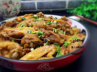 红烧鸡块,装盘食用