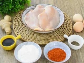 不输肯德基的鸡米花,做法简单,一学就会!,·食材·  鸡胸肉 200g、鸡蛋 3个 姜丝 15g、生抽 20g、盐 2g 面粉100g、黑胡椒粉 10g