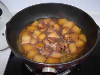 冬季常吃的食材:排骨炖白萝卜,最后大火收汁