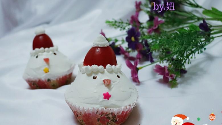 可爱的圣诞杯子蛋糕