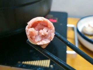 鸳鸯火锅,自己做的脆皮肠满满的肉馅,老公说涮火锅超好吃