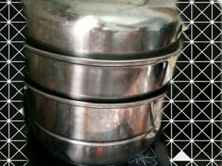 香菇酿肉,上蒸锅蒸10多分钟