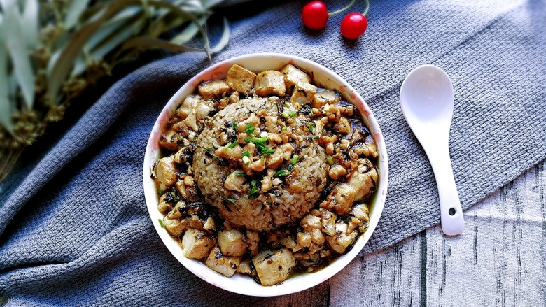 橄榄菜肉末豆腐盖浇饭