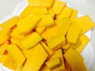 香煎南瓜饼 ,切成厚度均匀的片状