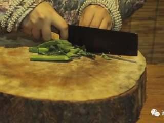 芥兰炒排骨,❥ 芥兰洗净后切段
