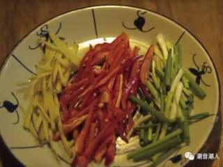 芥兰炒排骨,❥ 香葱、辣椒、生姜切丝