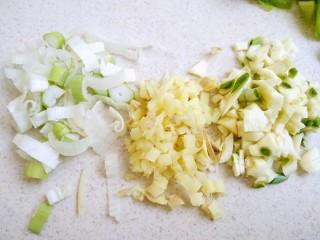 香辣鸡胗,葱姜蒜分别切末备用