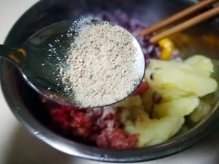 家庭版瑞典肉丸,加入适量胡椒粉 搅拌均匀
