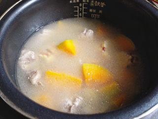 排骨煲,时间到,开锅好香啊。