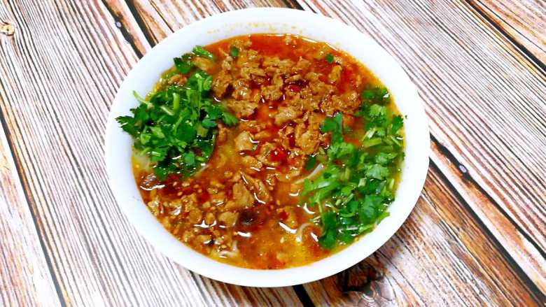 家常版肉臊面(含超简单辣椒油做法)