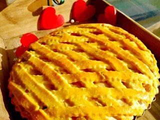 圣诞苹果派-超级酥皮,19. 食用时,小心切开,搭配香草冰激凌最佳。