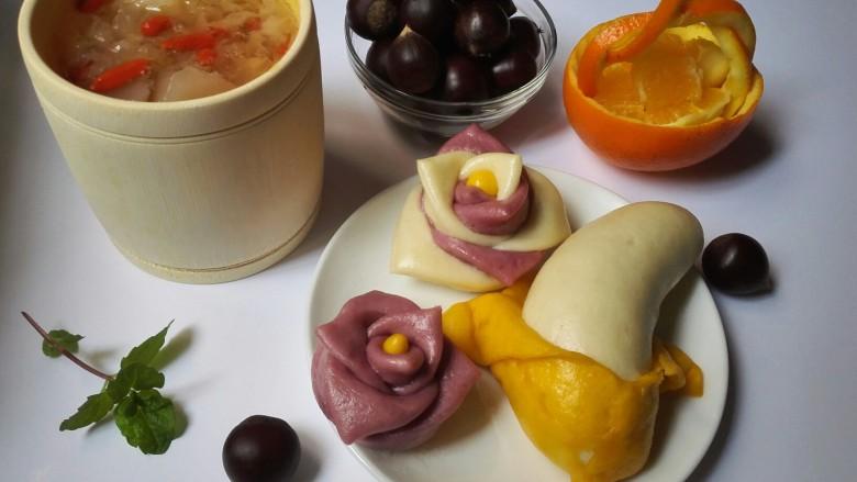 玫瑰花馒头,多做一些,早上蒸热就可以当早餐啦,再配上一杯暖暖的雪梨银耳汤,在这寒冷的冬天里,吃了全身暖暖的。