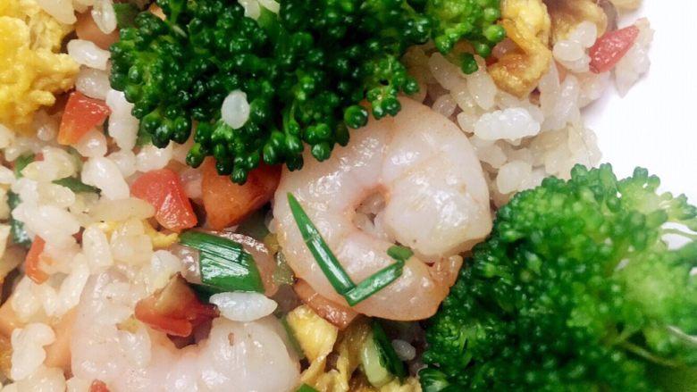 虾仁什锦蛋炒饭,营养看得见